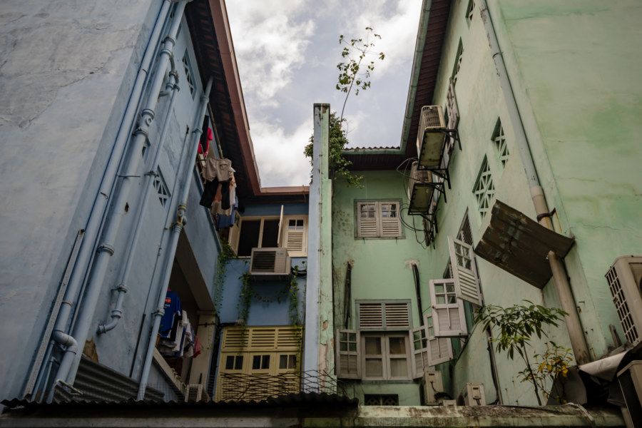 Exploring the Alleyways of Singapore's Chinatown