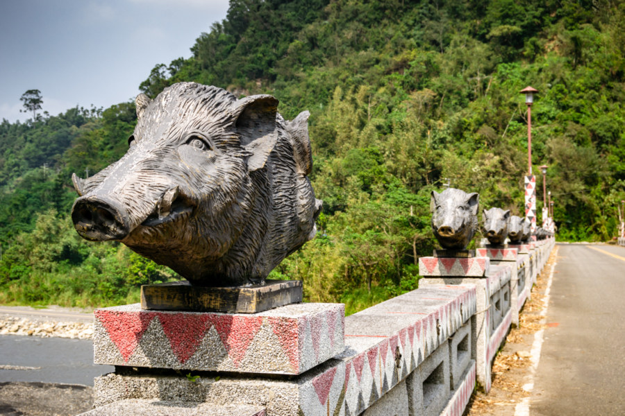 Double-Headed Boars on Renlun Bridge