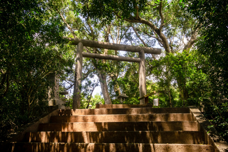 On the Visiting Path at Yuli Shinto Shrine