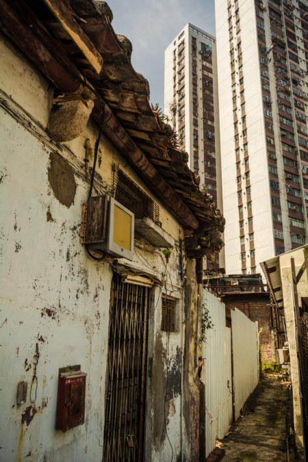 Skulking through the corridors of Nga Tsin Wai Village 衙前圍