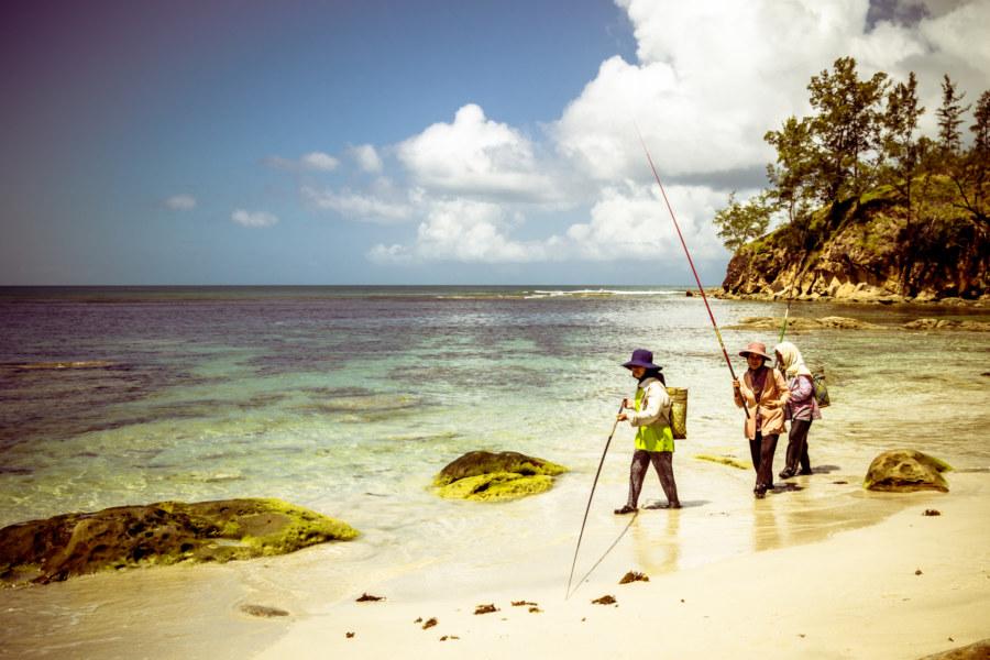 Rungus fisherwomen