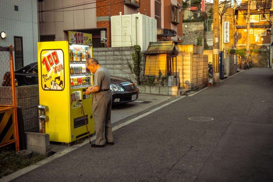 100 yen vending machine in Nishinari