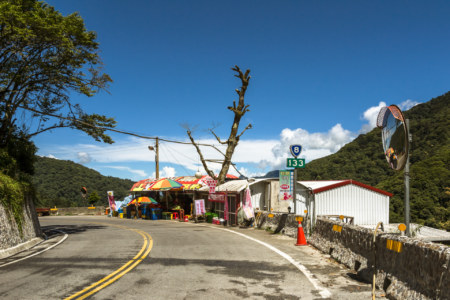 A rare roadside fruit vendor in Taroko Gorge