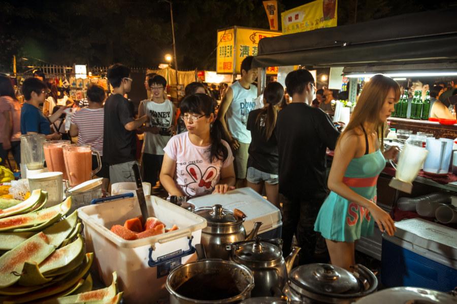 Watermelon juice vendors at Jingcheng Night Market