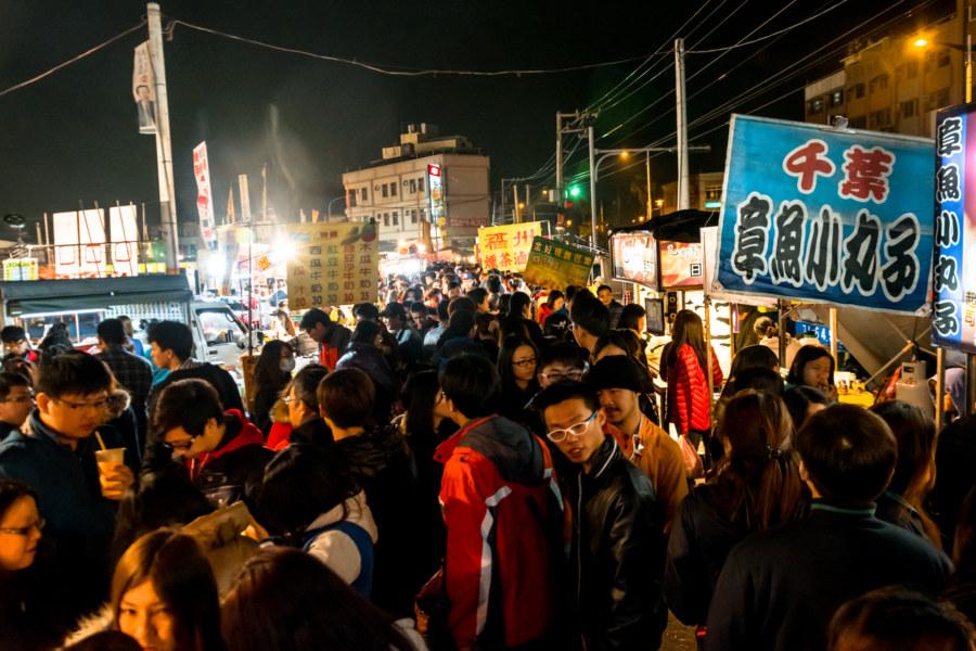 A busy night at Jingcheng Night Market