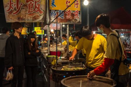 Oyster omelette restaurant at Jingcheng Night Market