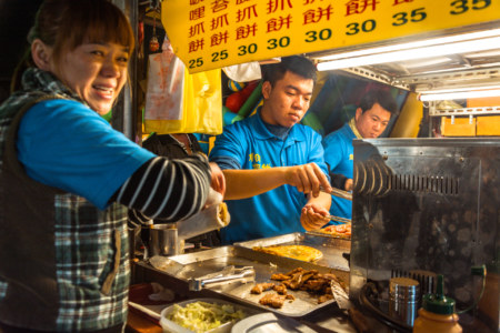 Tasty snacks and friendly service at Jingcheng Night Market