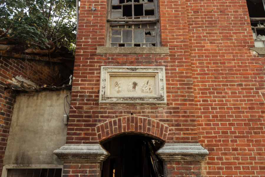 The remains of an imposing mansion in Changhua City