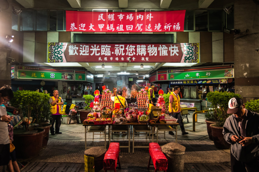Minquan Market 民權市場 offering table