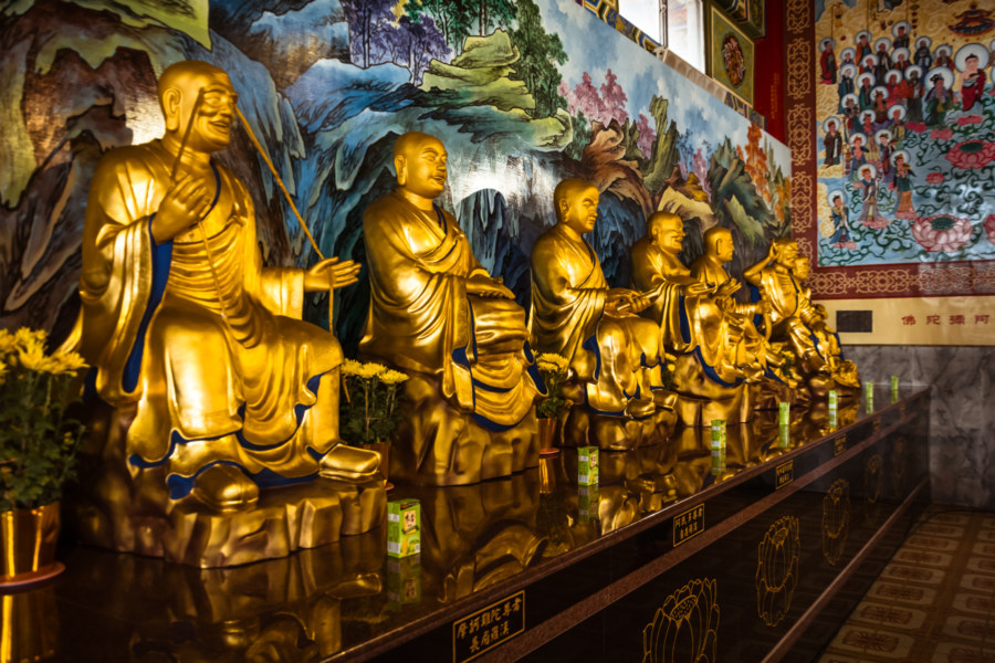 Buddhas galore on Baguashan