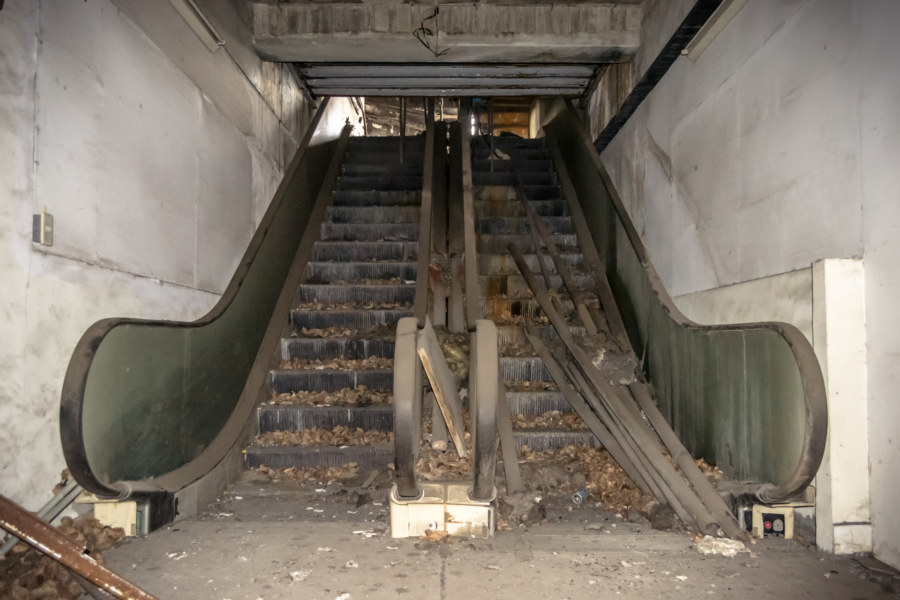 Derelict escalators at the Qiaoyou building