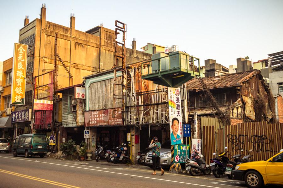 Falling apart in Changhua City