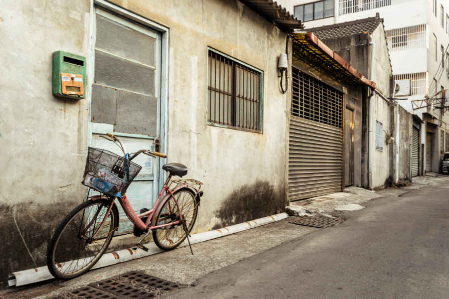 A lonesome pink bicycle in Changhua City
