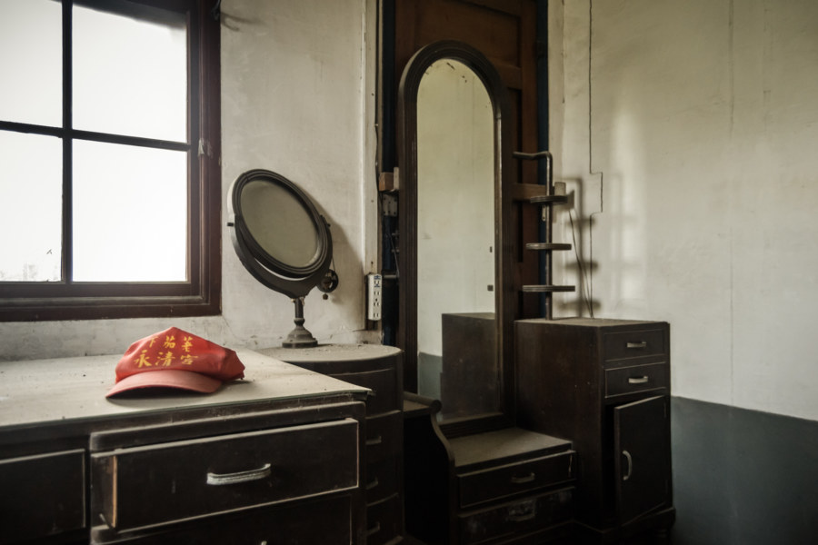 Elegant furnishings at the Hong Family Mansion