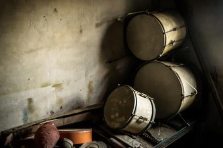 Abandoned drum kit