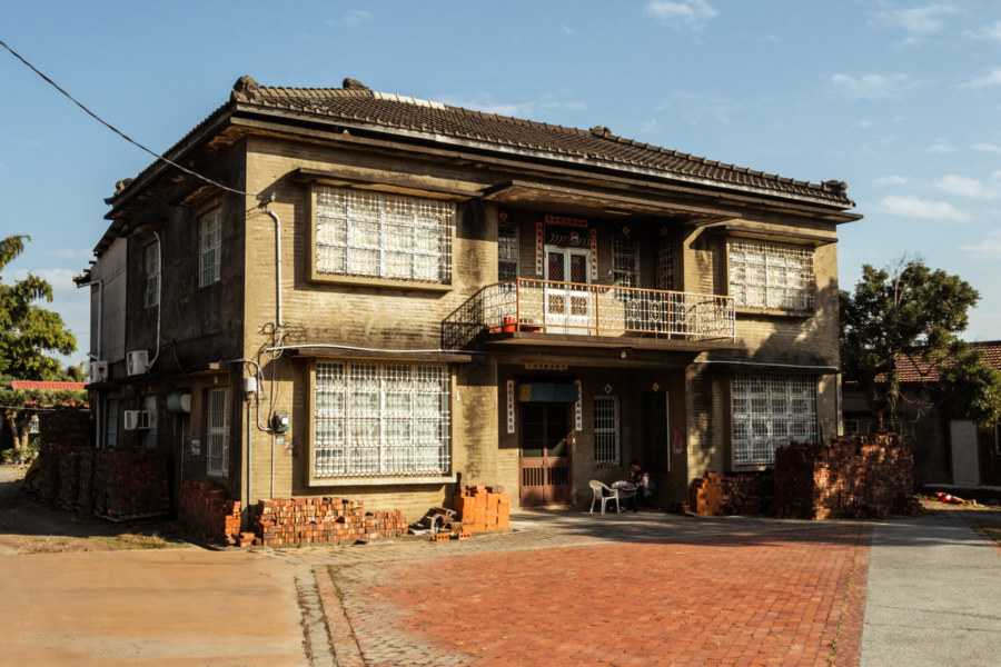 An old house outside the brick kiln in Huatan Township