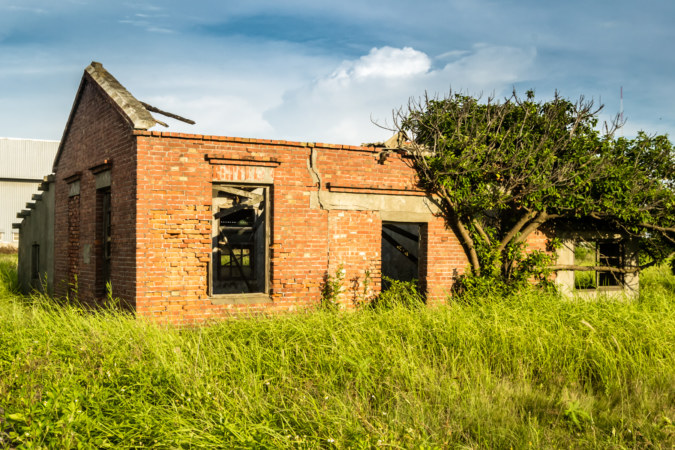 A mysterious brick building on the outskirts of Lukang