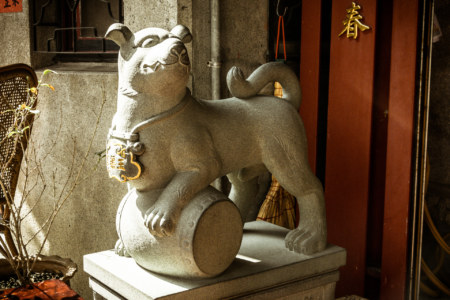 Guardian at the gates of Yuqu Temple