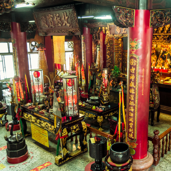 The main altar at Hengwen Temple