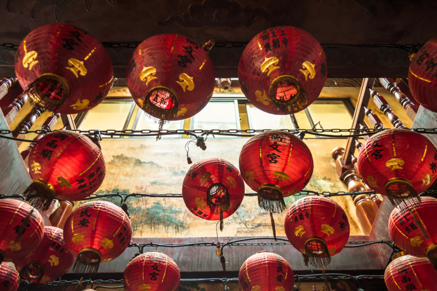A jumble of lanterns in Hengwen Temple
