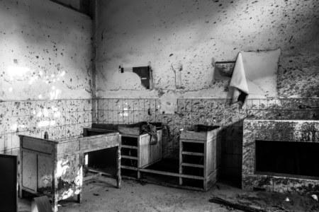 Speckled walls in Yuanlin Hospital