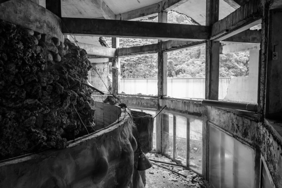 Abandoned aquarium in greyscale