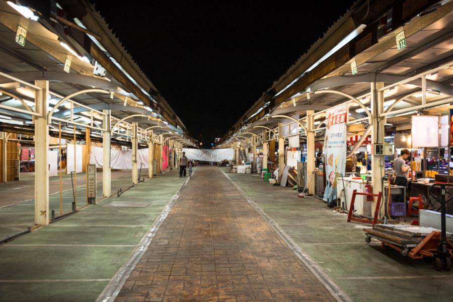 Empty stalls at Jinzuan Night Market