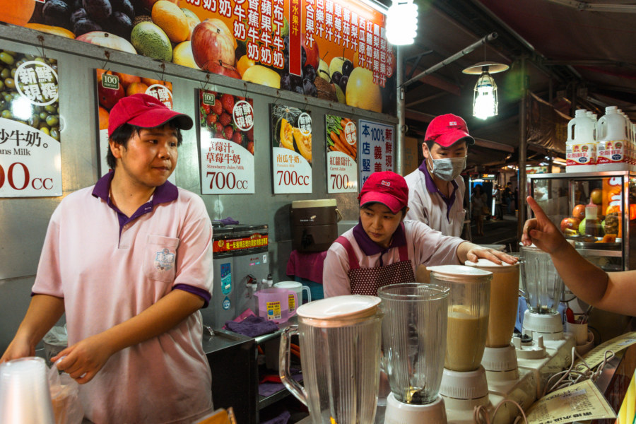 A popular juice stand at Kaisyuan Night Market