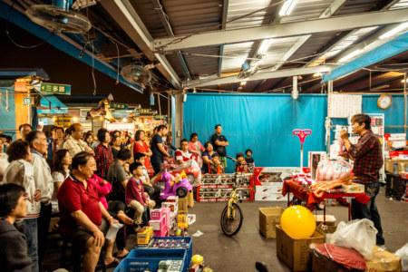 Kaisyuan Night Market auction draws a crowd