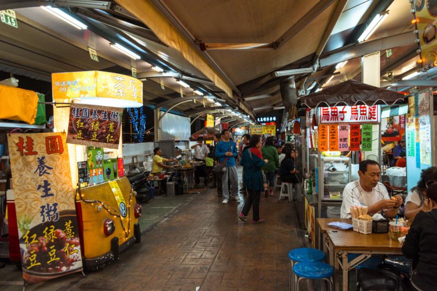 A busier section of Jinzuan Night Market
