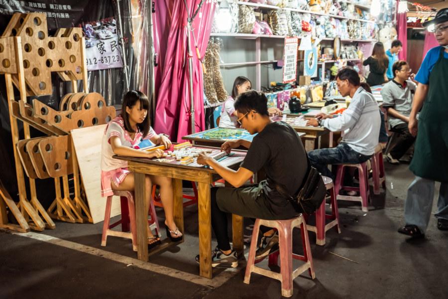 Gambling with schoolgirls at Kaisyuan Night Market