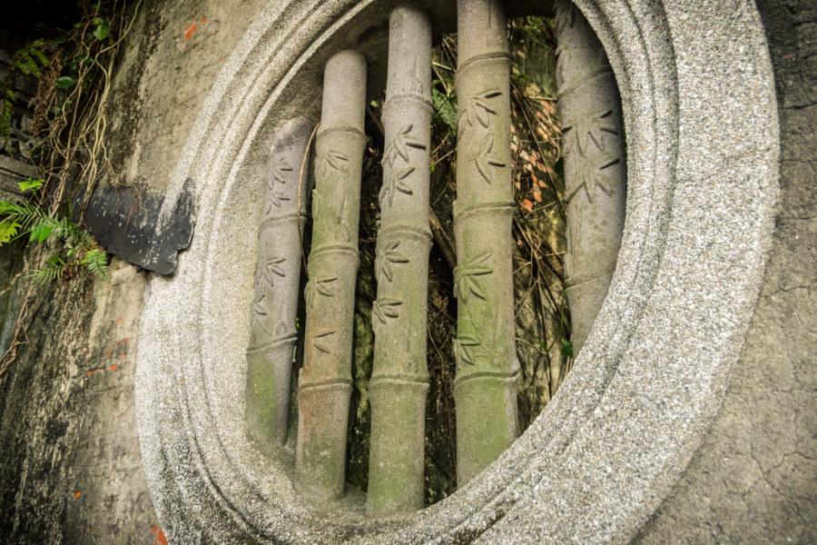 A distinctive bamboo window at Qingyu Hall