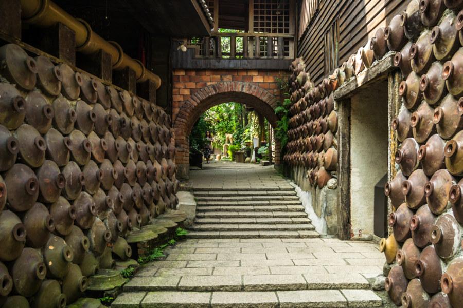 Pot-themed decorations at the Shuili Snake Kiln 水里蛇窯