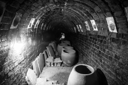 Trundling through the old Shuili Snake Kiln 水里蛇窯