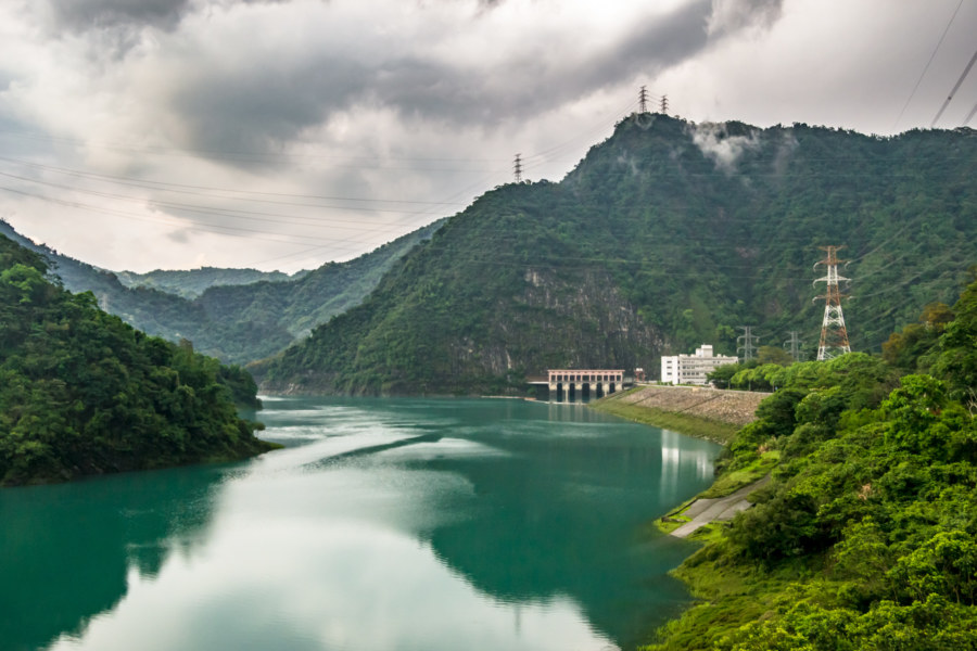 Overlooking Mingtan Reservoir 明潭水庫
