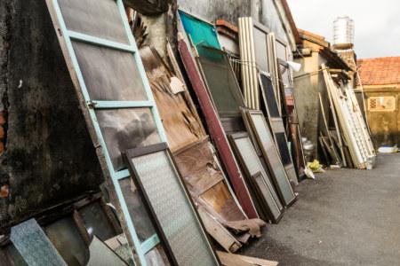 Broken windows and doors in Xinpi