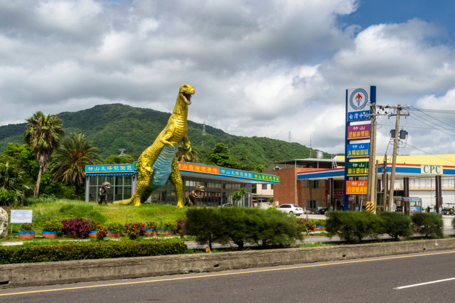 Golden dinosaur in Fangshan