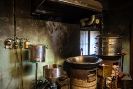 The old kitchen at Baiyangdaochai Fried Mochi 白羊道柴燒麻