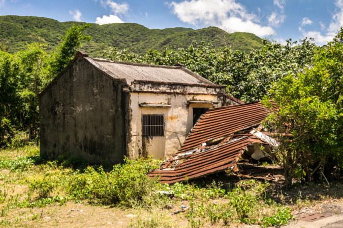 Abandoned shack along Nanren Road