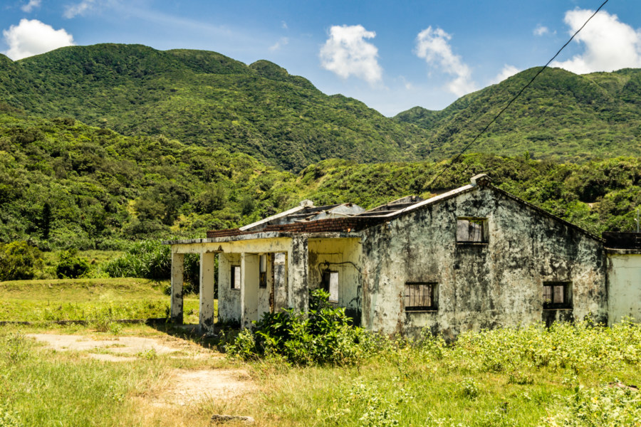 An abandoned home and the hills of far eastern Pingtung