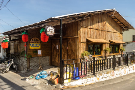 Wooden cafe in Jinlun