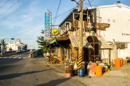 A quirky bar on the way out of Zhiben