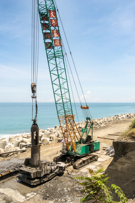 Building an expanding highway on the remote coast of Taitung