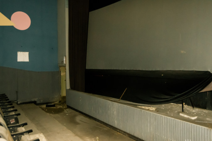 Second screen at Fengzhong Theater 豐中戲院