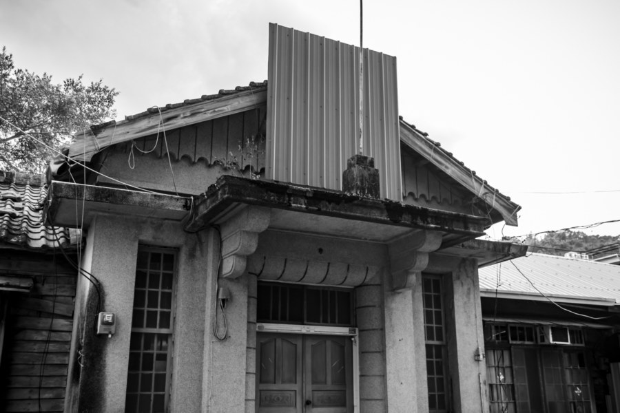A Greyscale Toubian Police Station 頭汴派出所