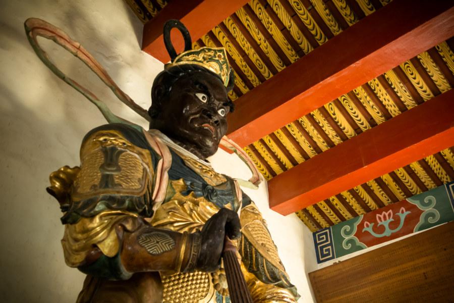 Guarding the entrance at Fahua Temple