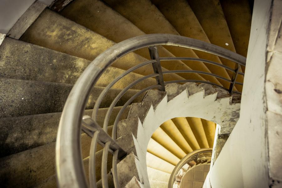 Spiral stairways at the Renoir resort club 雷諾瓦俱樂部