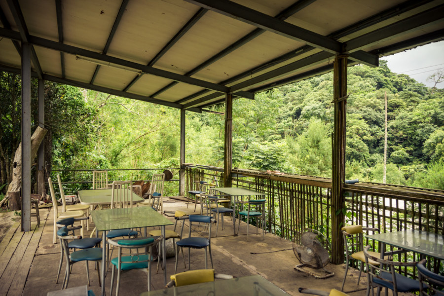 The outdoor patio at Spring grass gardens 春草園