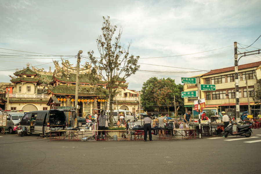 Day market in Dongshan