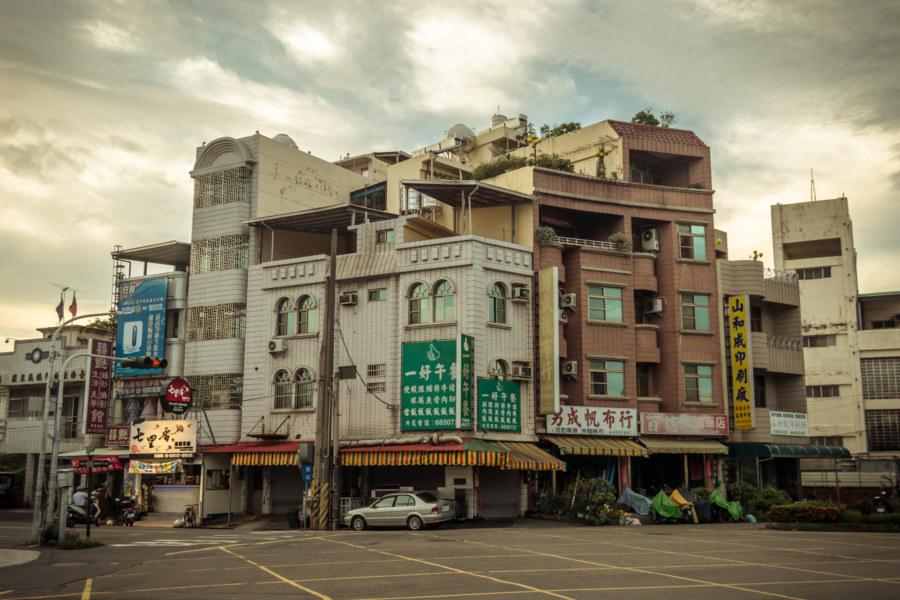 A typical street scene in Baihe 白河